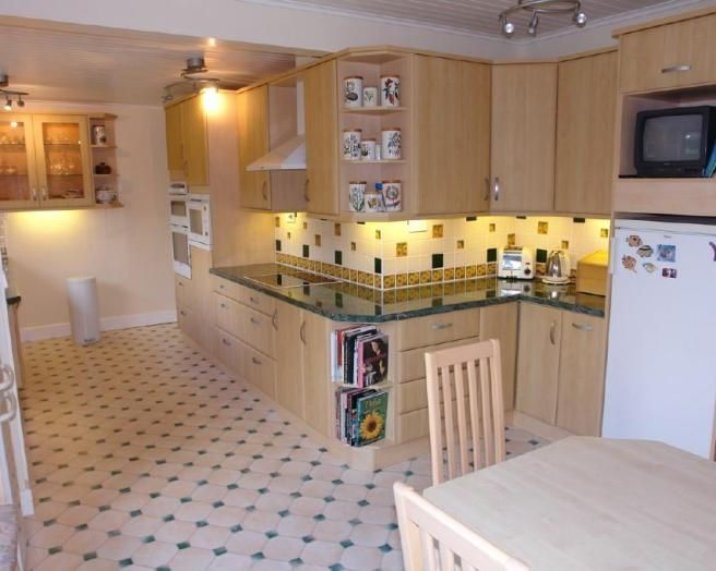 Odd shaped kitchens google search odd kitchen designs for Kitchen designs for odd shaped rooms