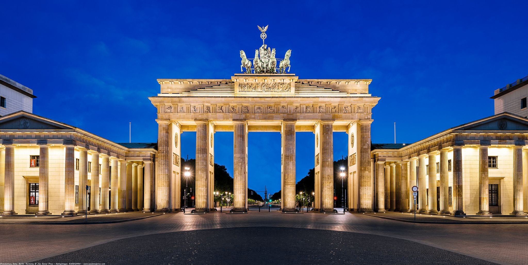 Blue Hour The Brandenburg Gate Brandenburger Tor Berlin Germany The Triumphal Arch Is An 18th Century Neoclassical Monument Built On The Orders Of Pruss Brandenburg Gate City Architecture Blue Hour