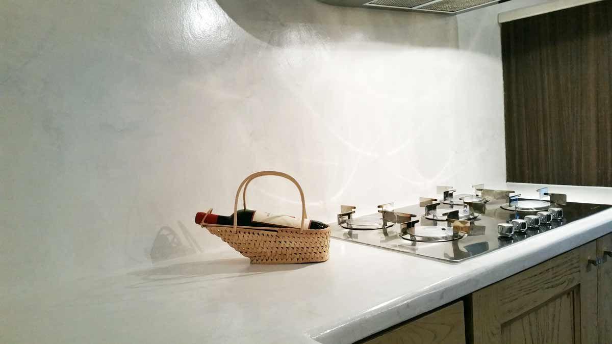 Cerchi Un Alternativa Alle Piastrelle Scopri I Rivestimenti Continui Infinity E Cemento Moderno Per Realizzare Super Piastrelle Paraschizzi Cucina Cucine