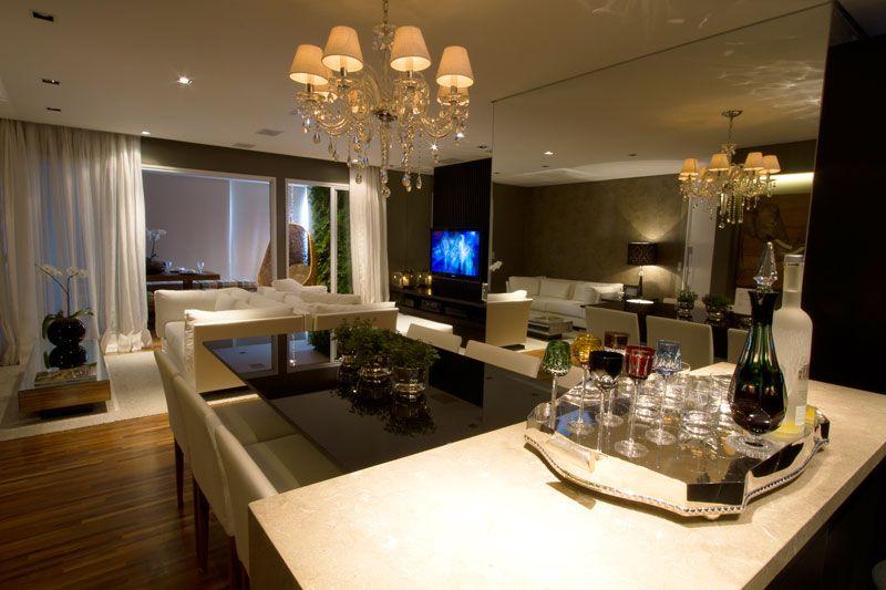 Gabriel Heusi Para um casal que adora receber, a integração dos ambientes foi essencial. Esta sala, de 35 m², projetada pelas arquitetas Sim...