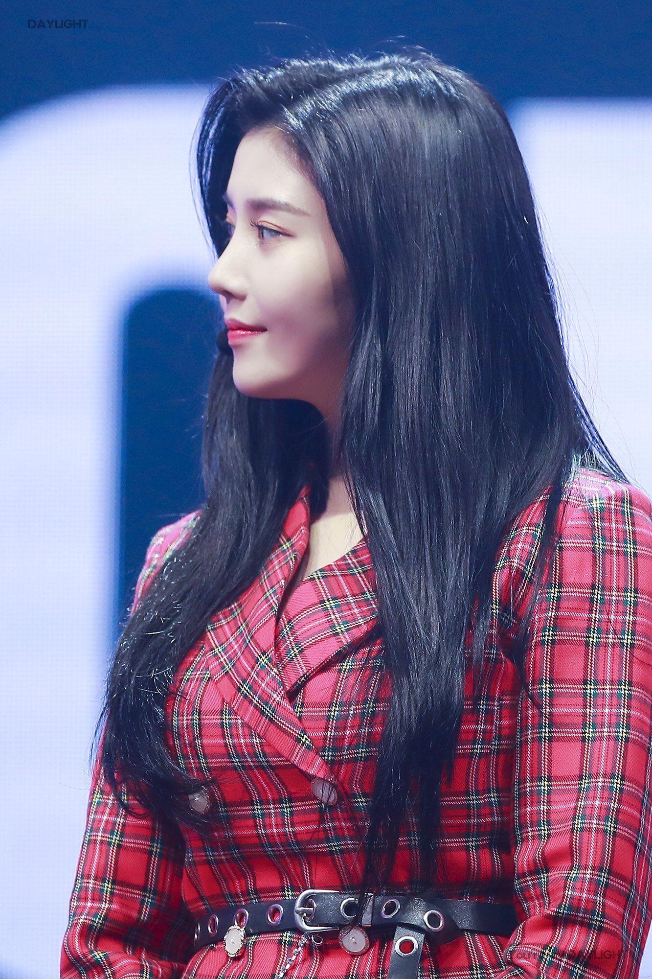 Pin di Kwon Eunbi (IZ*ONE)