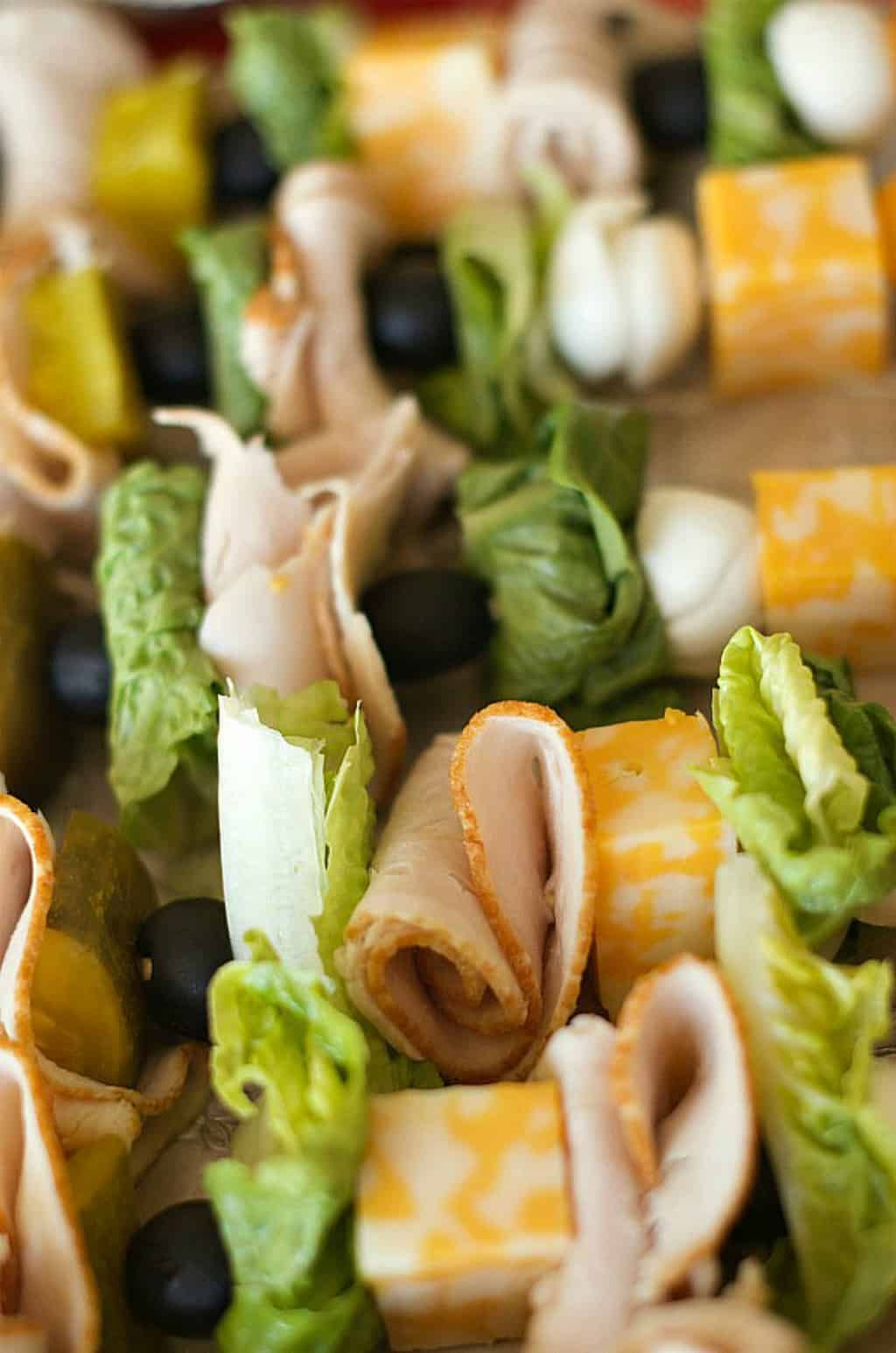 EASY Make-Ahead Turkey Sandwich Kebabs #tailgatefoodmakeahead