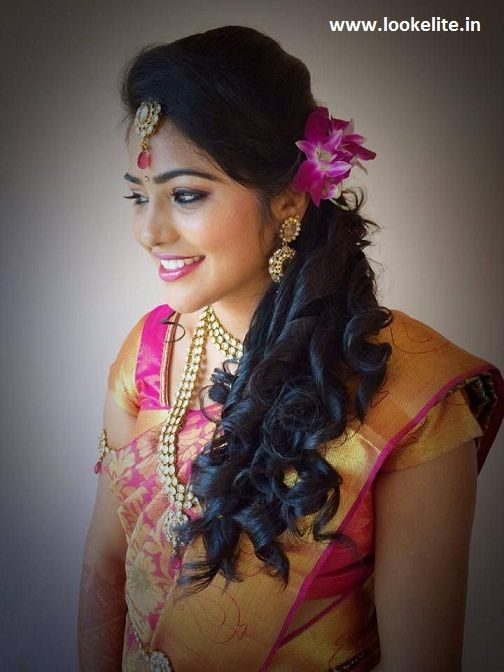 Traditional Southern Indian Bride Wearing Bridal Hair Saree And Jewellery Reception Look Hair Styles Indian Bridal Hairstyles Indian Hairstyles