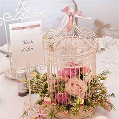 Gaiola com flores para decorar alguma mesa auxiliar - mesa de café, de doces, lounge dos padrinhos