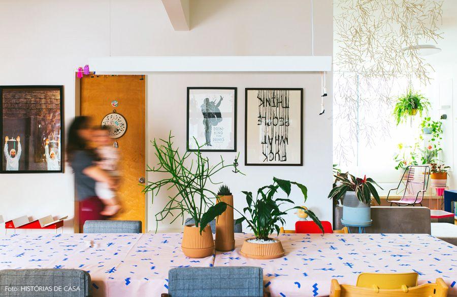 08-decoracao-sala-jantar-quadros-toalha-customizada-rosa