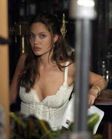 Photo of Angelina Jolie on set of Mr and Mrs Smith #90SIlustration #90SVintage #90SRoom