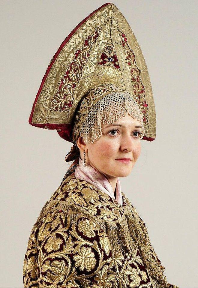 Russian woman wearing beaded kokoshnik and embroidered shawl. Nizhny Novgorod, mid 19th century.