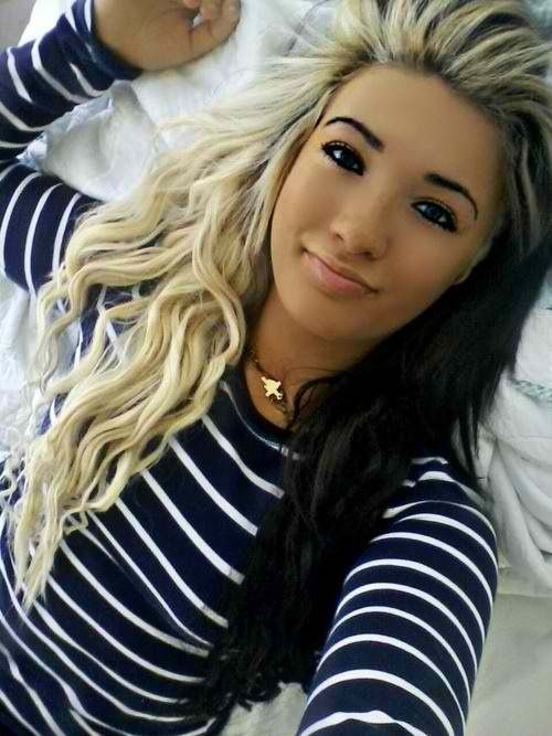 Normally Wouldn T Like This But It Loos Great On Her Two Toned Hair Hair Beauty Hair