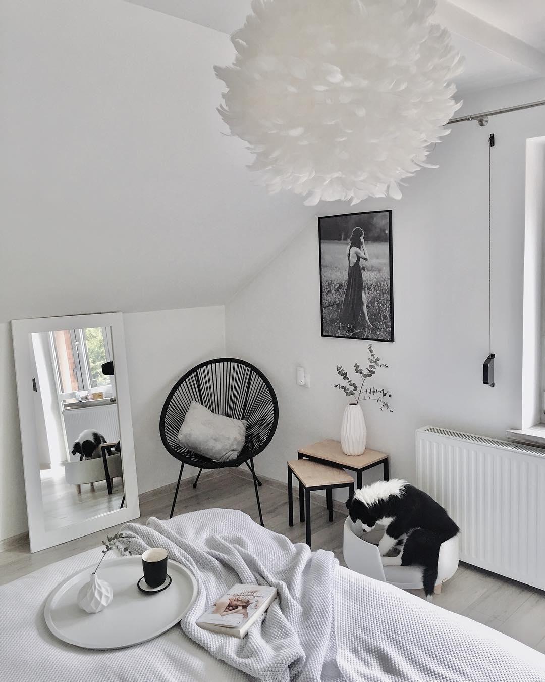 Just relax! Das ist hier absolut kein Problem. Der Sessel Mezcal ist nicht nur super bequem, sondern auch noch ein wahres It-Piece. Unser Tipp: Mit einem Kissen oder Fell lässt es sich darauf noch gemütlicher entspannen. // Schlafzimmer Ideen Sessel Bett Beistelltisch Hocker Spiegel Leuchte Bild Vase Zweige Skandinavisch Weiss #Schlafzimmer #SchlafzimmerIdeen #Sessel #Bett #Beistelltisch #Hocker #Spiegel #Leuchte #Bild #Vase #Zweige #Skandinavisch #Weiss @taannamadwochsynow #neuesdekor