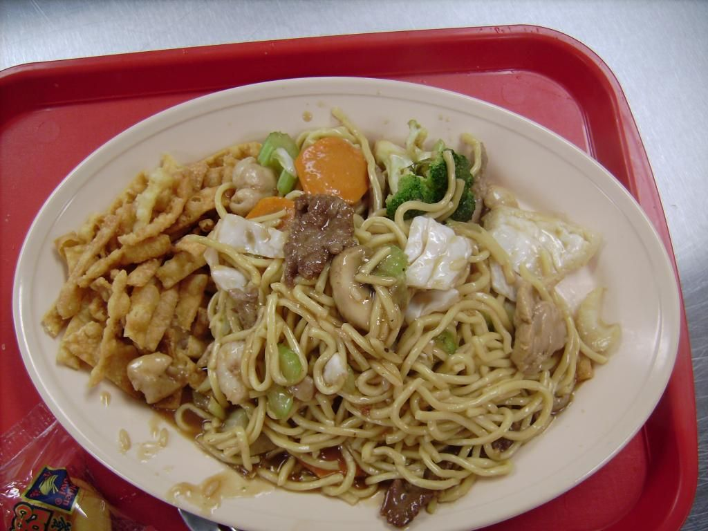 This Lo Mein Looks Really Good I Have Been Craving A Noodle Dish And This Looks To Have Everything I Want I Will H Chinese Food Restaurant Food Chinese Food