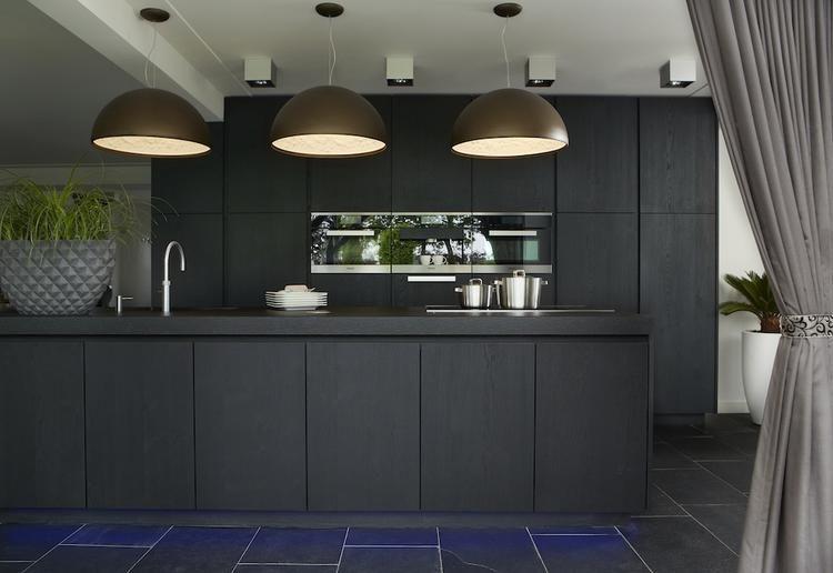 Keuken Zwart Stoere : Sober en stoer van buiten ..wat een prachtige keuken is dit