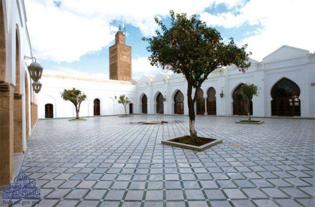 مساجد المملكة المغربية نبذة تاريخية عن المسجد الأعظم بمدينة سلا Morocco Sidewalk Structures