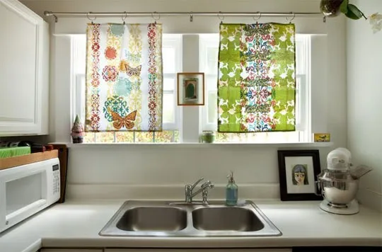 Kitchen Window Treatment Ideas & Inspiration {blinds, shades, valances, curtains, drapery and more #windowtreatments