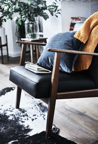 Ein IKEA EKENÄSET Sessel Idhult Schwarz