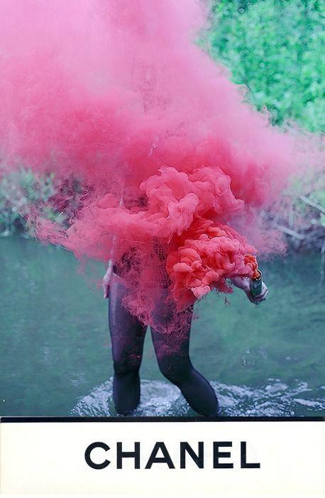 Chanel-up in smoke - fig B | WakkaWakkaWakka | Colored smoke