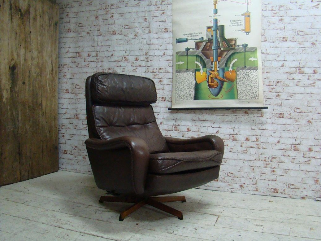 Danish vintage swivel / tilting chair