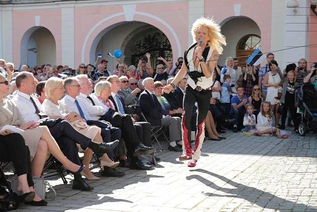 Monroe intoutui myös hyppäämään alas lavalta yleisön eteen.
