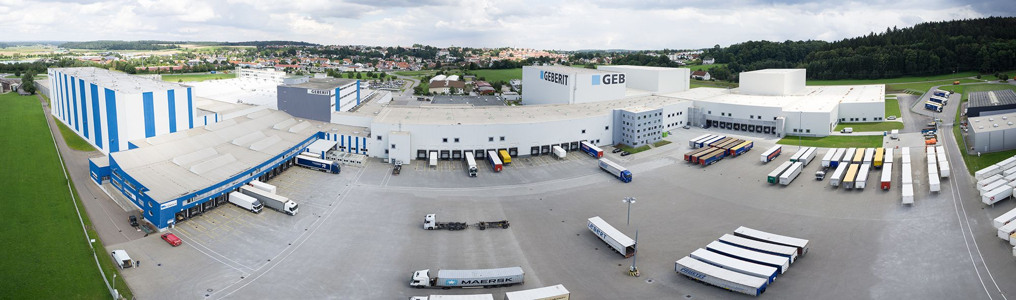 The logistics centre in Pfullendorf is being significantly expanded. Because the roof surfaces are still bright, the new buildings can easily be made out in aerial photographs.