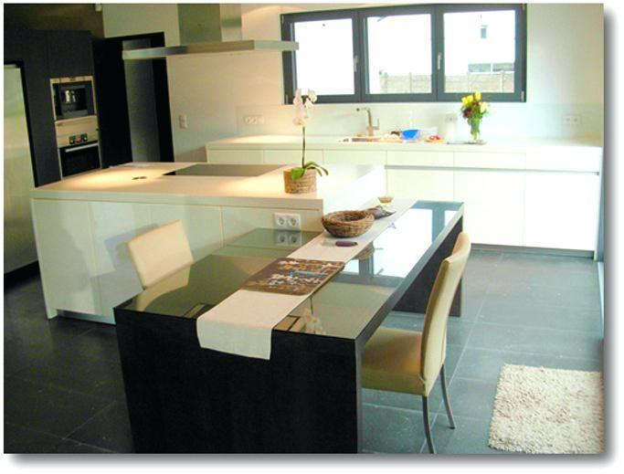 Ilot Table Cuisine Cuisine Avec Ilot Central Blanc Et Chaises - cuisine avec ilot central et table