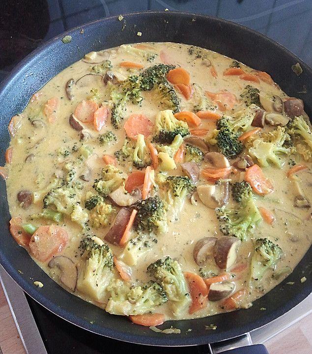 Schnelle Blechkuchen Rezepte Mit Bild: Brokkoli, Karotten Und Pilze In Kokos Curry Sauce