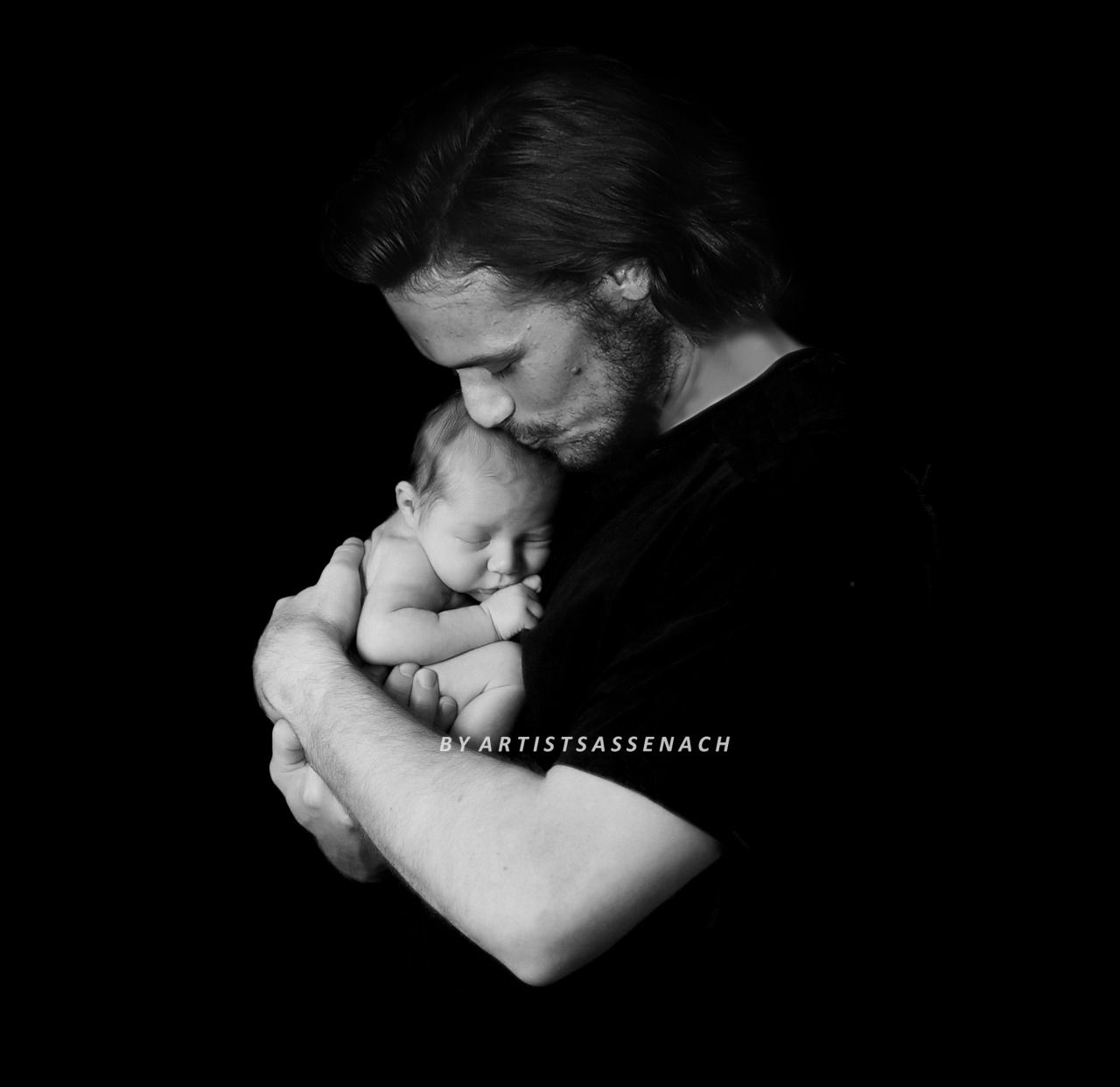 Sam Heughan holding a baby :') Special note to @jamesandclairefraser