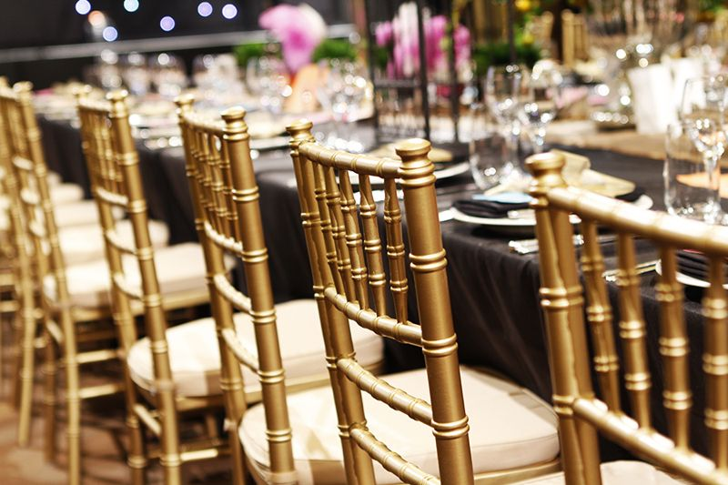 Gold Chiavari Tiffany Chairs With Black Tablecloth Meble