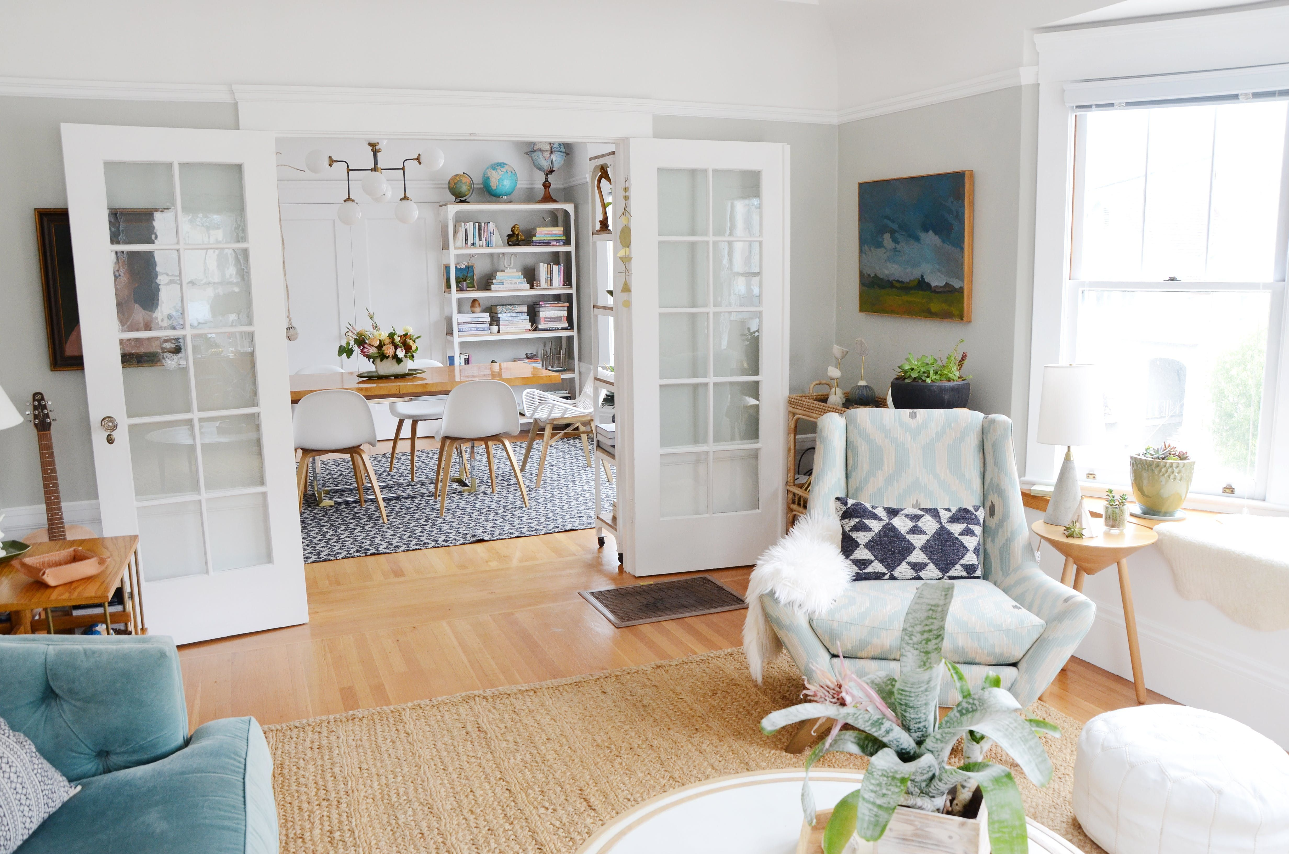 Enchanting Golden Girls Living Room Illustration - Living Room ...