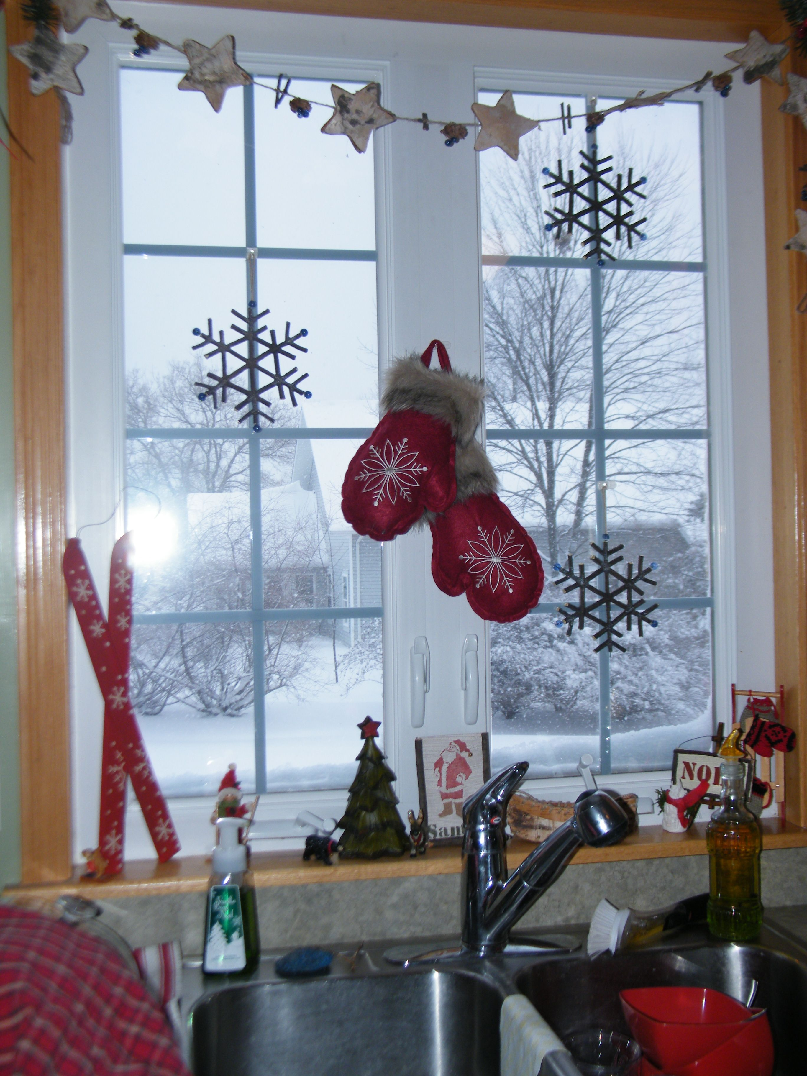 Christmas window painting decorations - Winter Window Display Would Be A Very Nice Valentine S Painted Window W The Addition Of