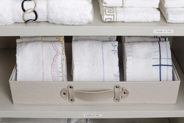Aprenda como organizar itens de cama e banho no guarda-roupa