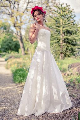 Langes Brautkleid Aus Gewaschener Seide Mit Feiner Spitze In Der