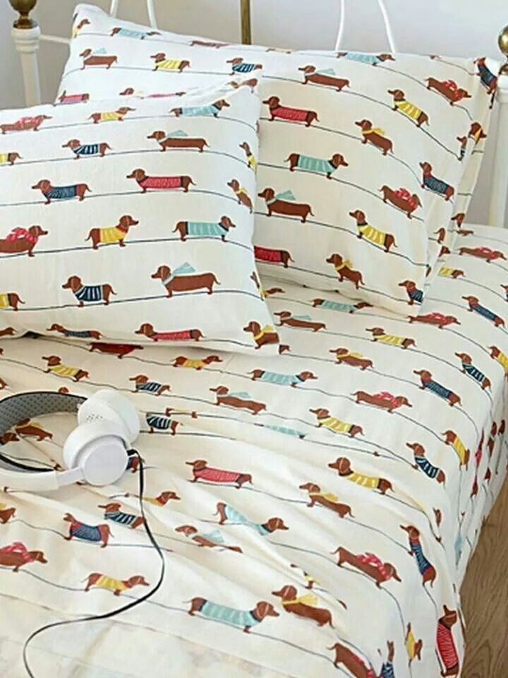 Doxie sheets Flannel bed sheets, Dachshund dog, Dog bed