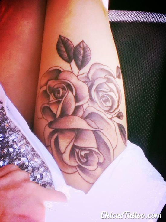Tatuaje De Rosas En La Pierna Rosas Tattoo Tatuajes De Rosas Tatuajes Tatuajes Populares