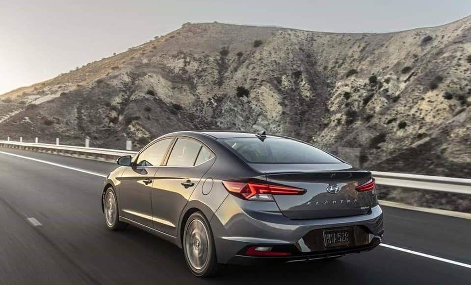 Yeni Hyundai Elantra 2019 Yilinda Geliyor Otomobil Bilgileri Ve Otomobil Onerileri Car Buying Hyundai Elantra Car Dealer