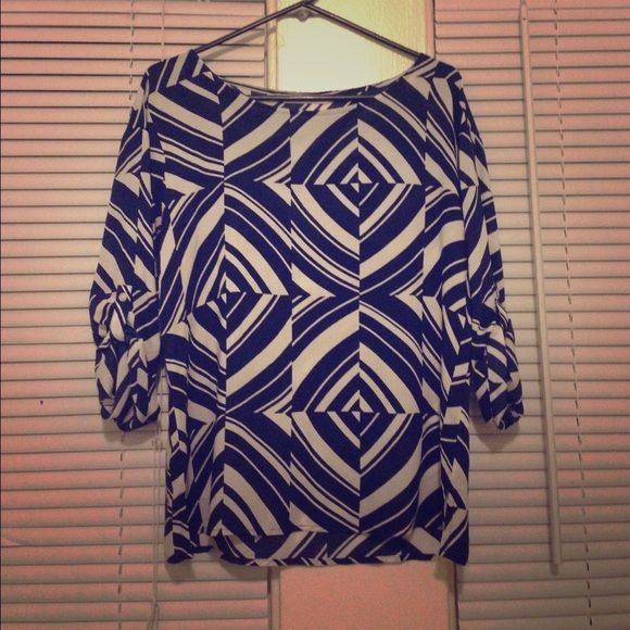 Old Navy Patterned Blouse Pre-owned excellent condition old navy patterned blouse in blue and white made of 100% Rayon with button elbow cuffs and side slits on sides of bottom of blouse. Casual shirt can go with a skirt or skinny jeans. •Bundle and save on shipping** Old Navy Tops Blouses