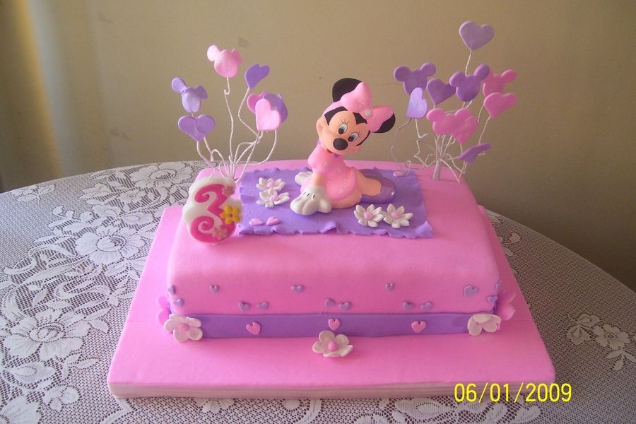 Minni Mouse Cake for your kid.Do you want to learn how to make it?Just check the web.Repin