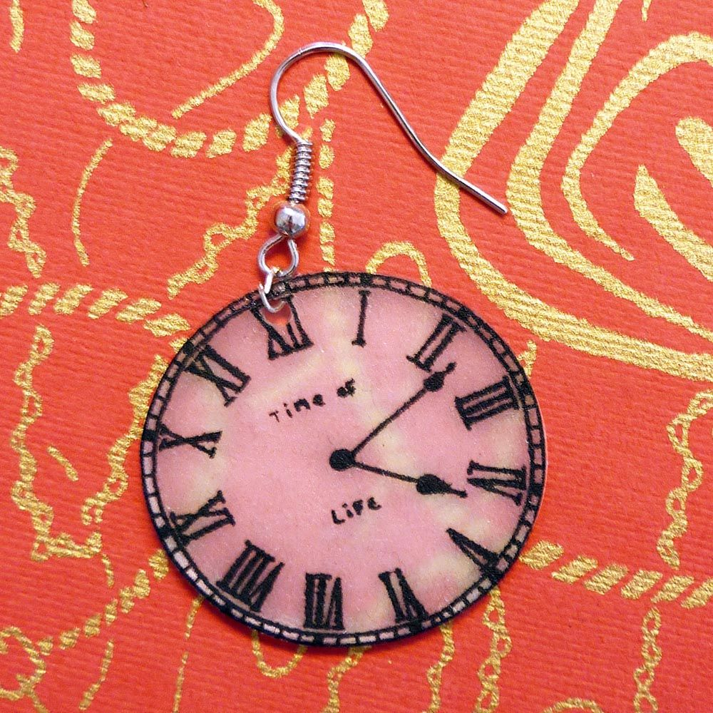Old clock in shrinky dink, creation of Florence Woestyn