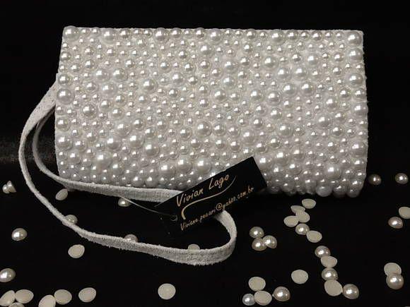 97bda376e Bolsinha para clutch acrilica com forro em cetim ,2 botões imã, cravejada  de meia perola (600 perolas). nossos produtos são feitos artesanalmente. R$  69,90