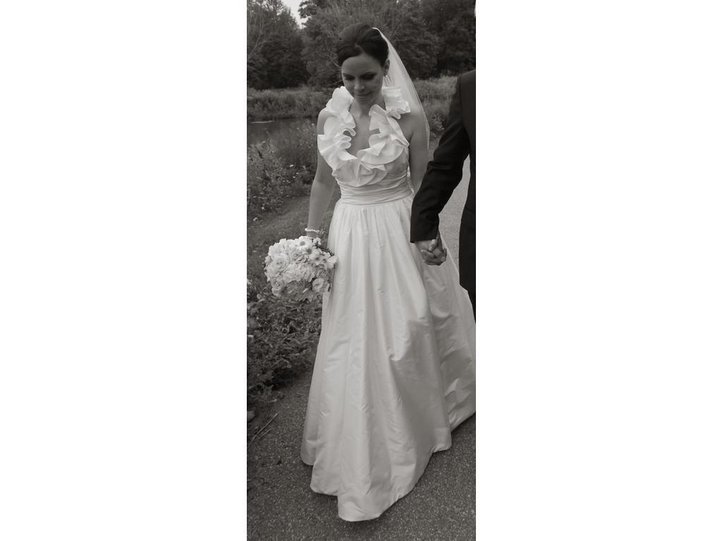 Pre owned wedding dresses  Amsale Nadine Size   Used Wedding Dresses  PreOwnedWeddingDresses