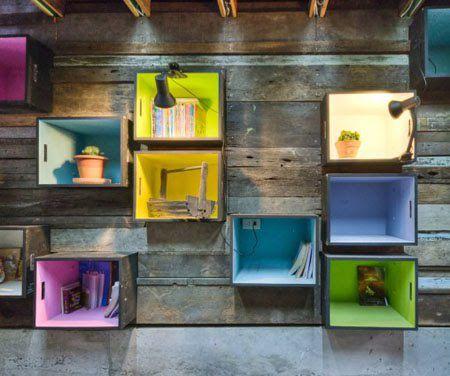 aprovechar las cajas de madera y pintarlas de colores puede ser una forma fcil y barata