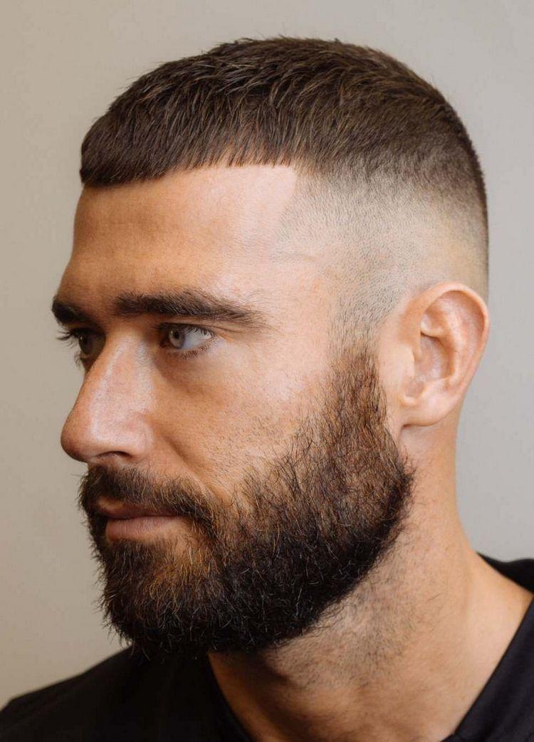 Moderna acconciatura francese per uomo – un elegante taglio di capelli corto