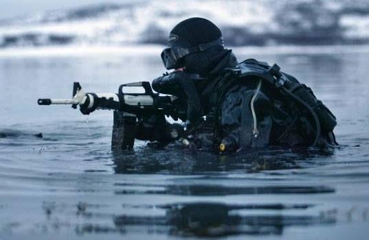 Navy Seals under water training | Under Water World ...  |Navy Seals Emerging From Water