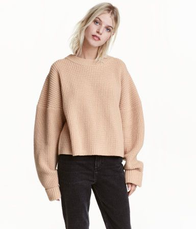 Light beige. PREMIUM QUALITY. Short, chunky-knit sweater in wool ...