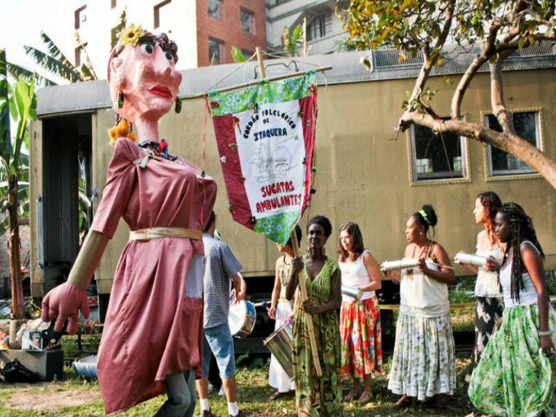 O Bloco Pavão Encantado, realizado pelo Cordão Folclórico de Itaquera Sucatas Ambulante e Cia Porto de Luanda, comemora o pós-Carnaval no domingo, dia 9 de março.