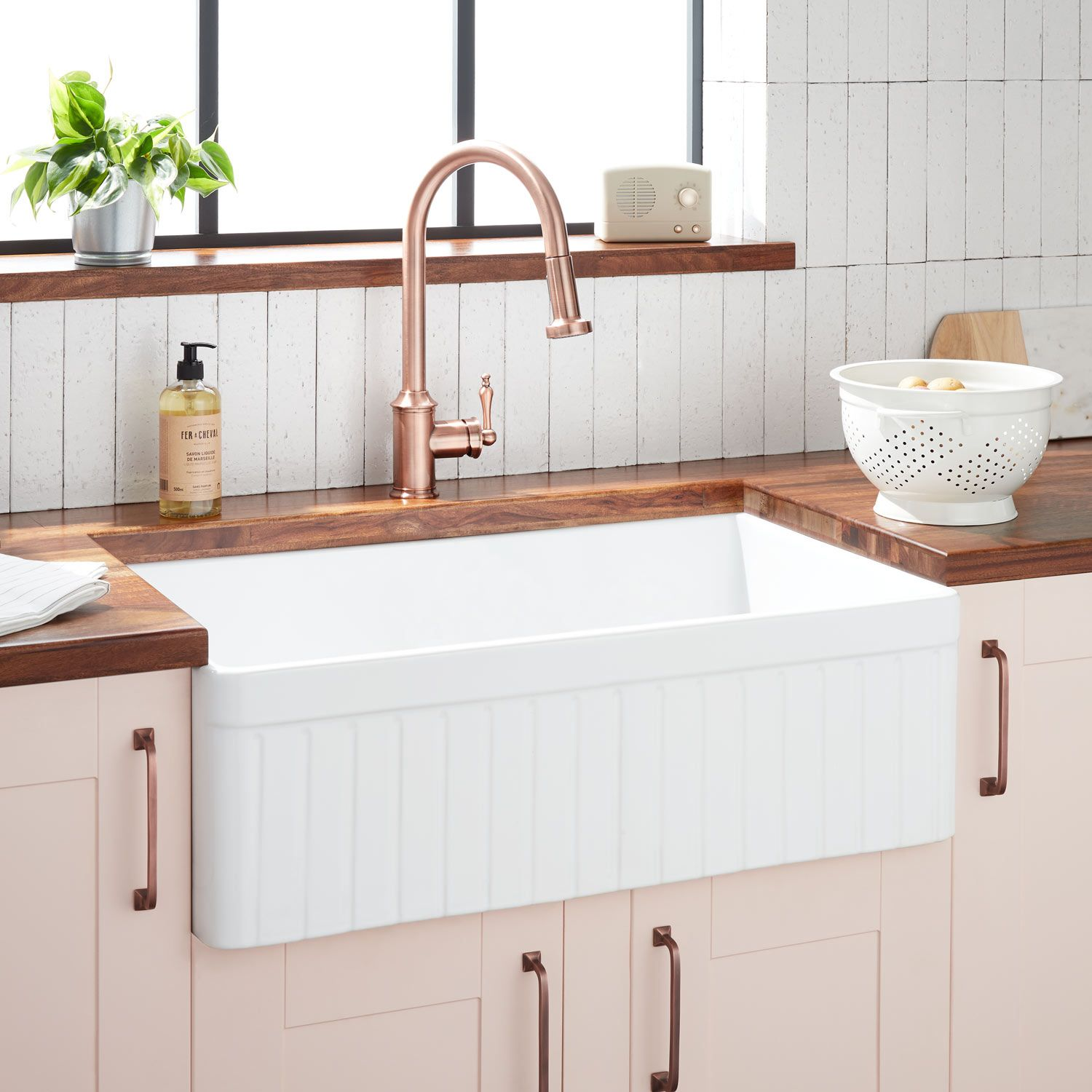 33 Curington Fireclay Farmhouse Sink In Fluted Apron In White