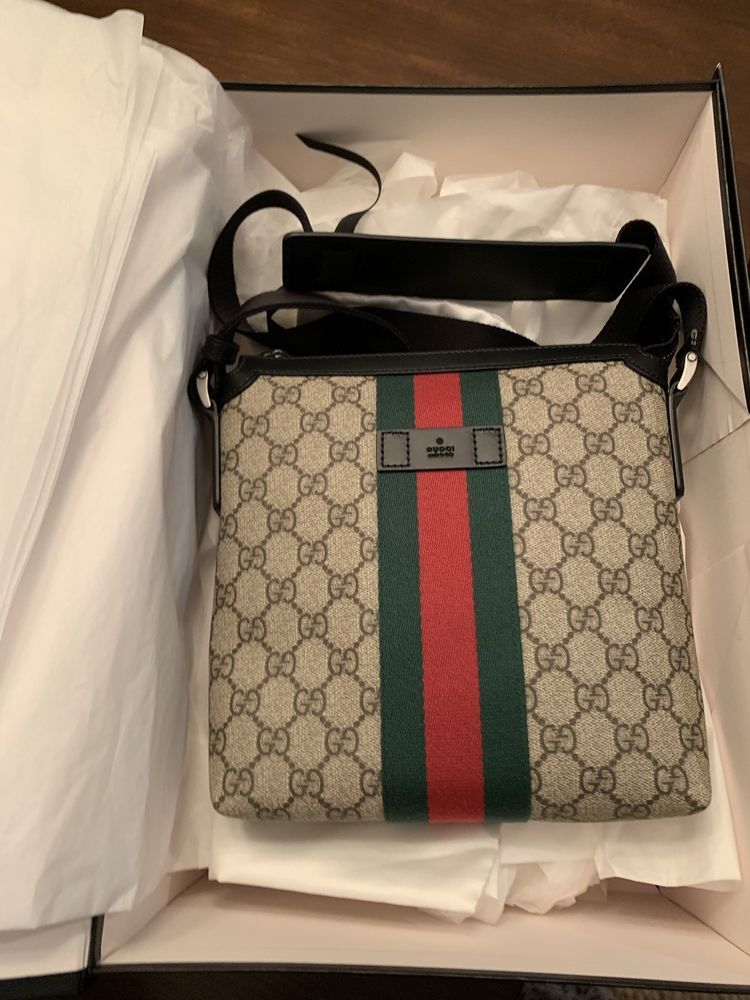 ba13beffc316 New Gucci Web GG Supreme Messenger Bag With All Original Packaging and Dust  Bag