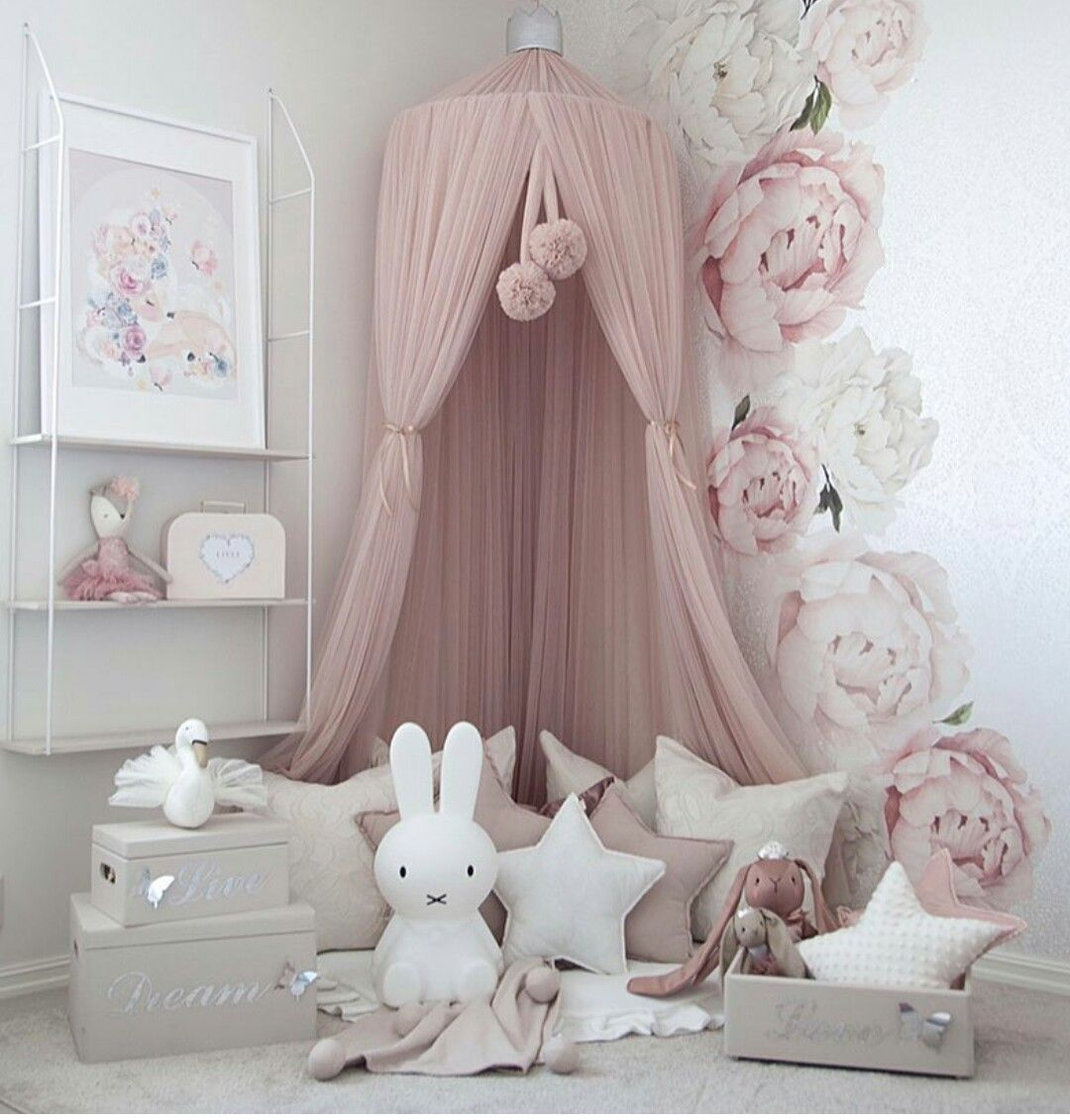 Beautiful - very suitable for girl's bedroom or even a corner in baby's room. It certainly has a calming effect. #toddlerrooms