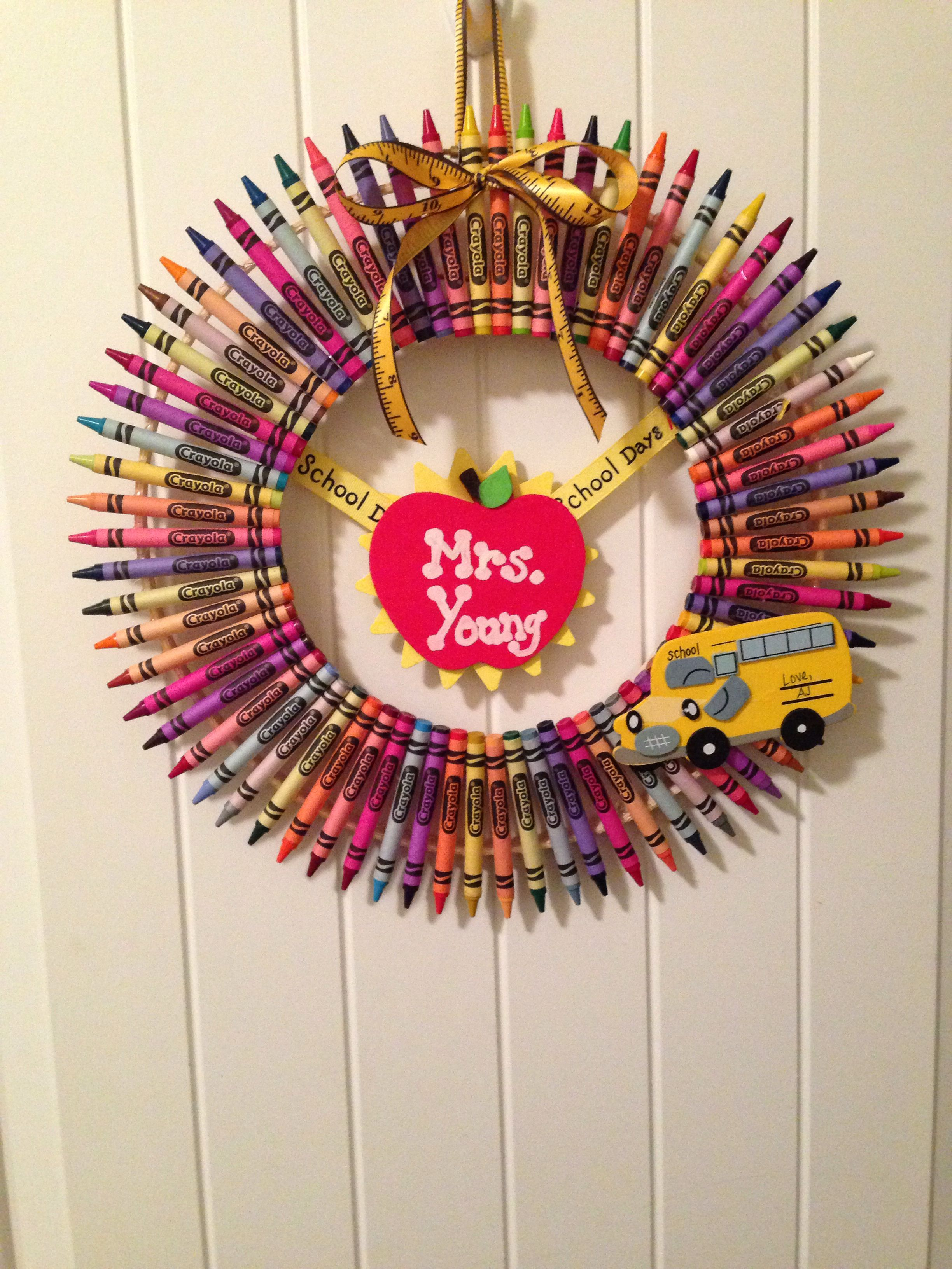 Crayon Wreath teacher gift
