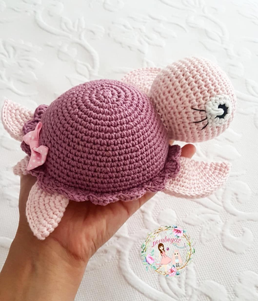 Bir de profilden olsun #pembeyaz . . . . . .… #crochetturtles