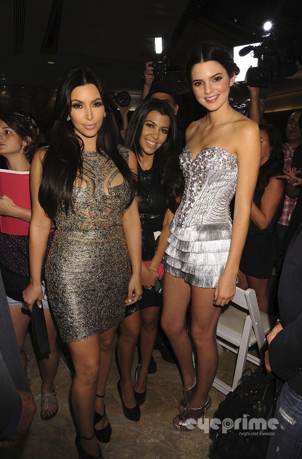 9d8fe4b6b90b Kendall Jenner   Kim Kardashian   Kourtney Kardashian   MY DRESS ...
