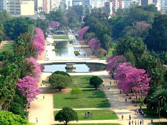 Um dos parques mais famosos de #PortoAlegre além de lindo tem bancas